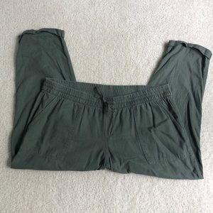 Old Navy Pants - Old Navy Olive Green Linen Capris